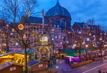 Promenez-vous dans le plus grand et plus ancien marché de Noël de Belgique, à Liège