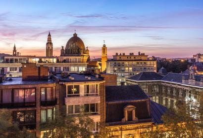 Panoramisch zicht op het belfort (UNESCO) en op de Sint-Christophekerk in Charleroi
