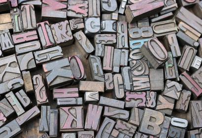 Marché aux puces - brocante - antiquité - lettre - imprimerie