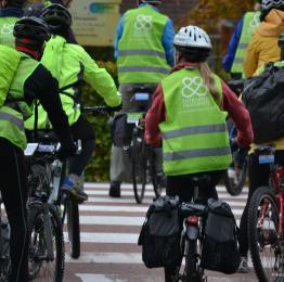 Solidarity Bike en Province de Liège - Cyclistes traversent la route